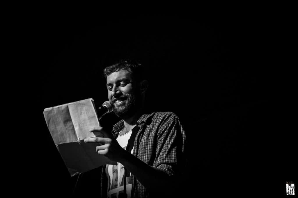 """Sevi Agostini liest den Text """"Was ist ein Poetry Slam?"""""""